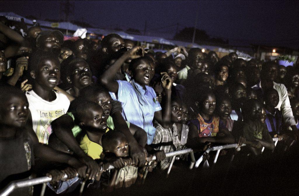 Décrié par une frange de la population, le catch rencontre un franc succès auprès des shégués (enfants des rues).