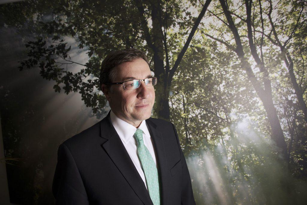 BRUXELLES, 16 décembre 2014. M. Achim Steiner, directeur du programme des Nations Unies pour l'environnement, dans les bureaux de l'UNEP à Bruxelles.