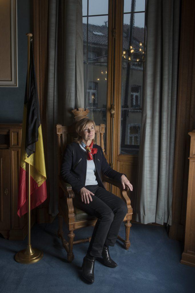 Francoise Schepmans bourgmestre de Molenbeek, dans son bureau.