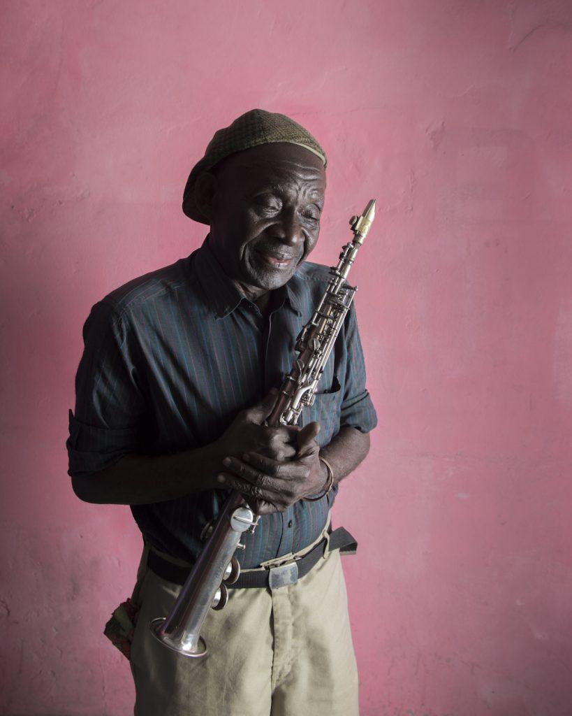 Paul Mayena, saxophoniste de jazz, né en 1938. Il se forme à la fanfare Saint-Antoine de Kolwezi. Son père lui donnera le goût de la musique en lui passant des disques de Charlie Parker et Duke Ellington. Arrivé à Lubumbashi, il forme son premier groupe : Banka Jazz. Lors d'un concert à Kinshasa avec Pongo Love, grande voix de la rumba congolaise, il rencontre Mobutu. Il recevra son premier saxophone du Maréchal quelques années plus tard. Il quitte le Zaïre en 1981 pour des raisons économiques et part s'installer à Pointe-Noire, où il créé un nouveau groupe. Il fera ensuite de nombreuses tournées européennes avec le groupe Super Boboto de Brazza. En 2012, il retourne à Kinshasa, fuyant la guerre civile qui ravage le Congo Brazzaville.