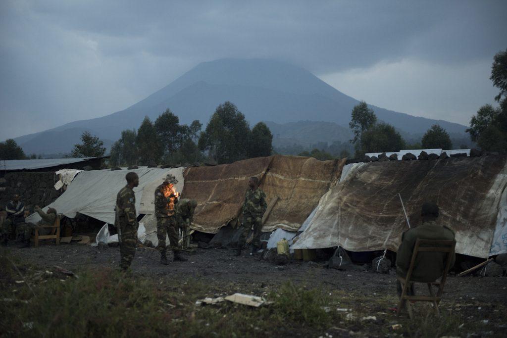FARDC (Armed Forces of the DRC) soldiers on the front line at Kanyaruchinya, 8 kilometres from the city of Goma.//Des soldats FARDC (forces armées de la RDC) sur la ligne de front de Kanyaruchinya, à 8 kilomètres de la ville de Goma.