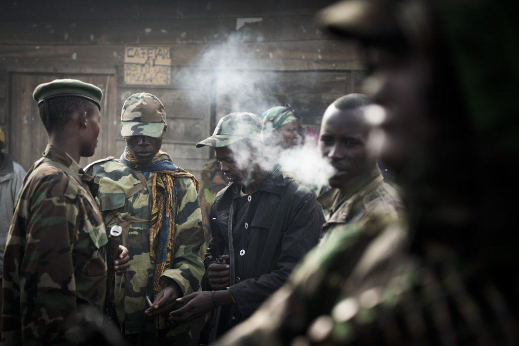 Goma, November 2012. M23 rebels in the outskirts of the city//Goma, novembre 2012. Rebelles du M23 dans les faubourgs de la ville.Constitué pour la plupart d'anciens du CNDP, le M23 prend la ville de Goma une semaine durant.
