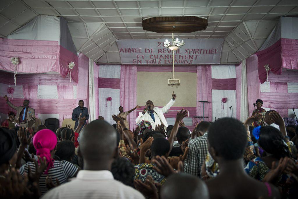 Goma. Prêche du pasteur Ovatia à l'église MEPAC, dans le centre-ville. (Mission des églises pentecôtistes en Afrique centrale). Les églises évangélistes pullulent dans toute la République démocratique du Congo depuis deux décennies.
