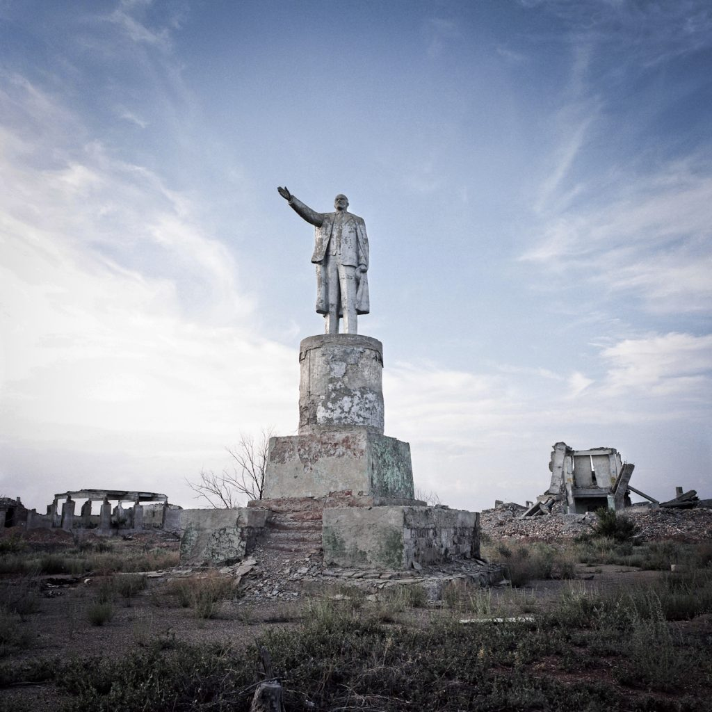 Lenine statue, former military quarter n°7, Sary Shagan polygon. The balistic missile test site of Sary Shagan spreads on hundreds of kilometres, counting dozens of military bases.